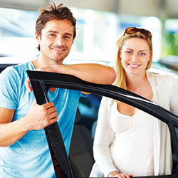 Photo of a couple shopping for a new car using the Mission Fed Auto Loan Guide